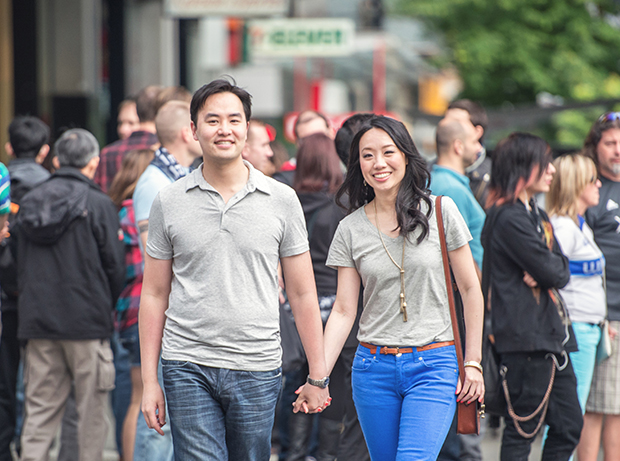 lestelle_vancouver_engagement_robson_downtown_02